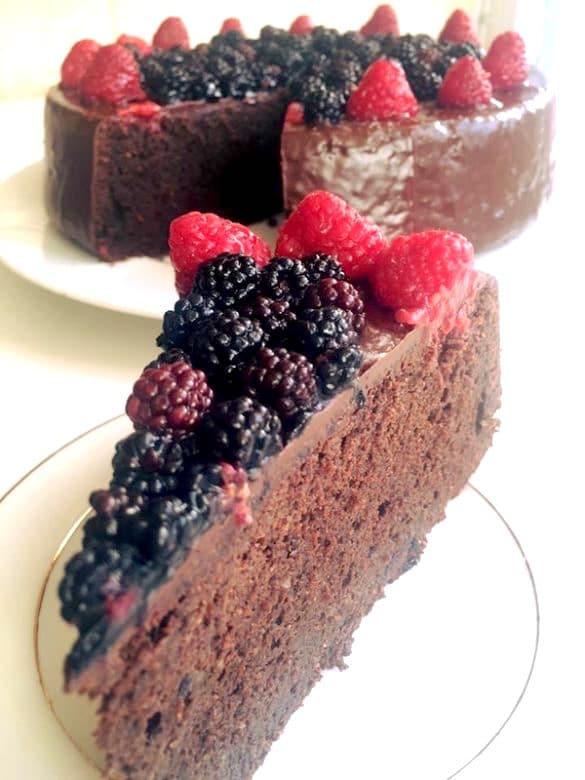 gâteau au chocolat fondant aux fruits rouges