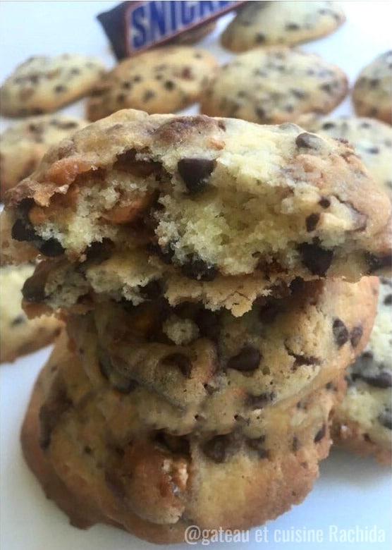cookies aux snickers moelleux à l'intérieur et croustillants à l'extérieur
