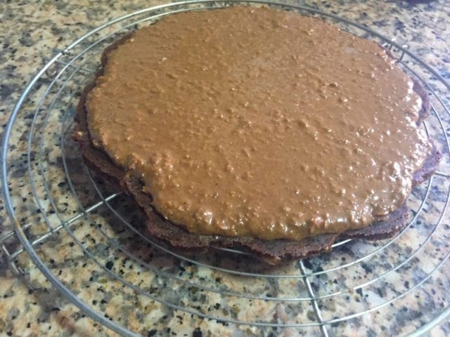brownie avec croustillant praliné dans l'entremet trois chocolat