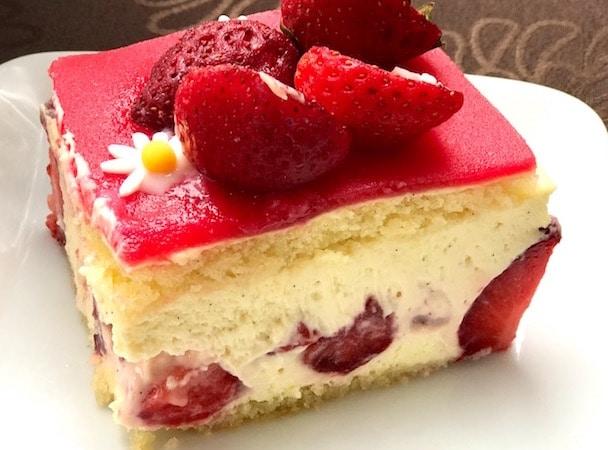 Une part de fraisier délicieux