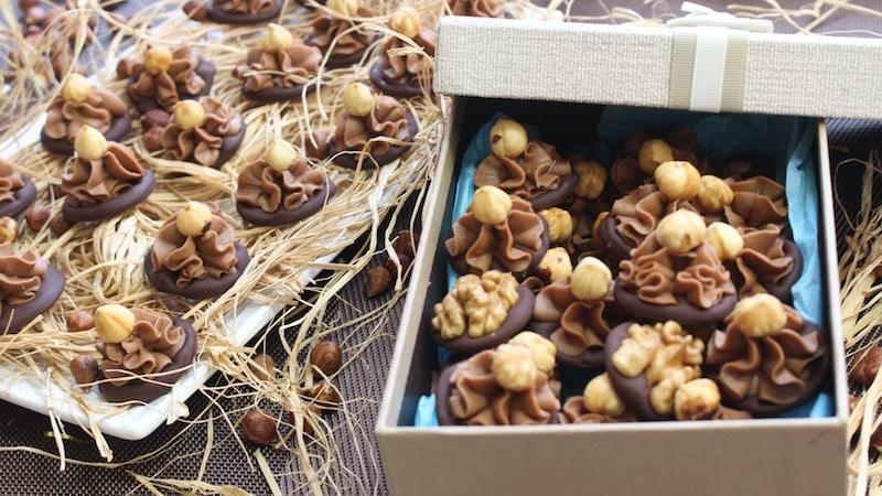 recette chocolat gianduja sur des palets de chocolat(coffret cadeau de noël)