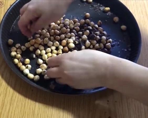 gianduja ,torréfier des noisettes