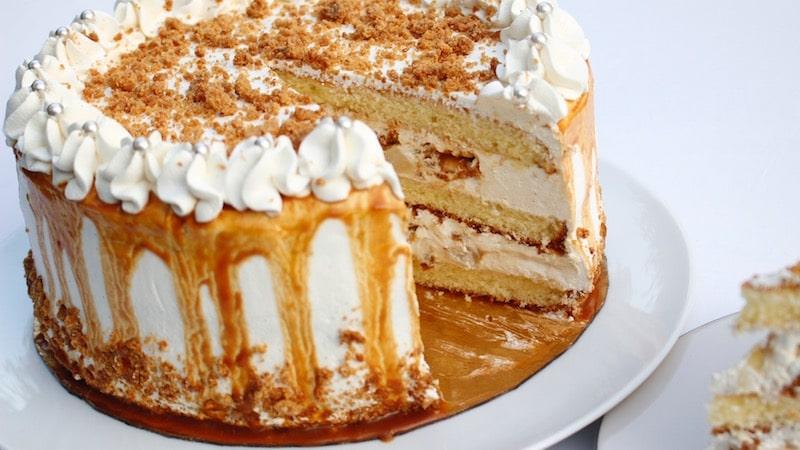 Layer cake poires ,caramel et ganache montée chocolat blanc