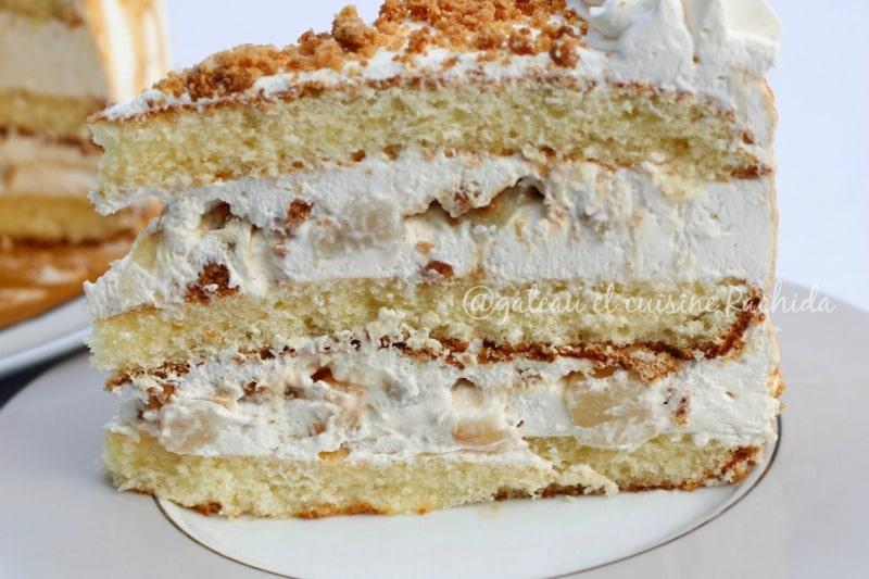 layer cake facile au crumble et poire avec du caramel beurre salé