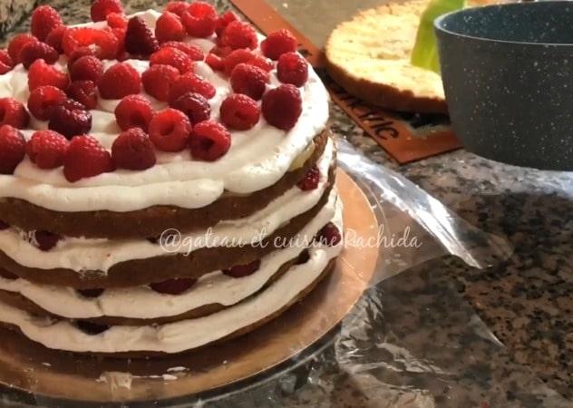 Layer cake crème citron lemon curd et framboises