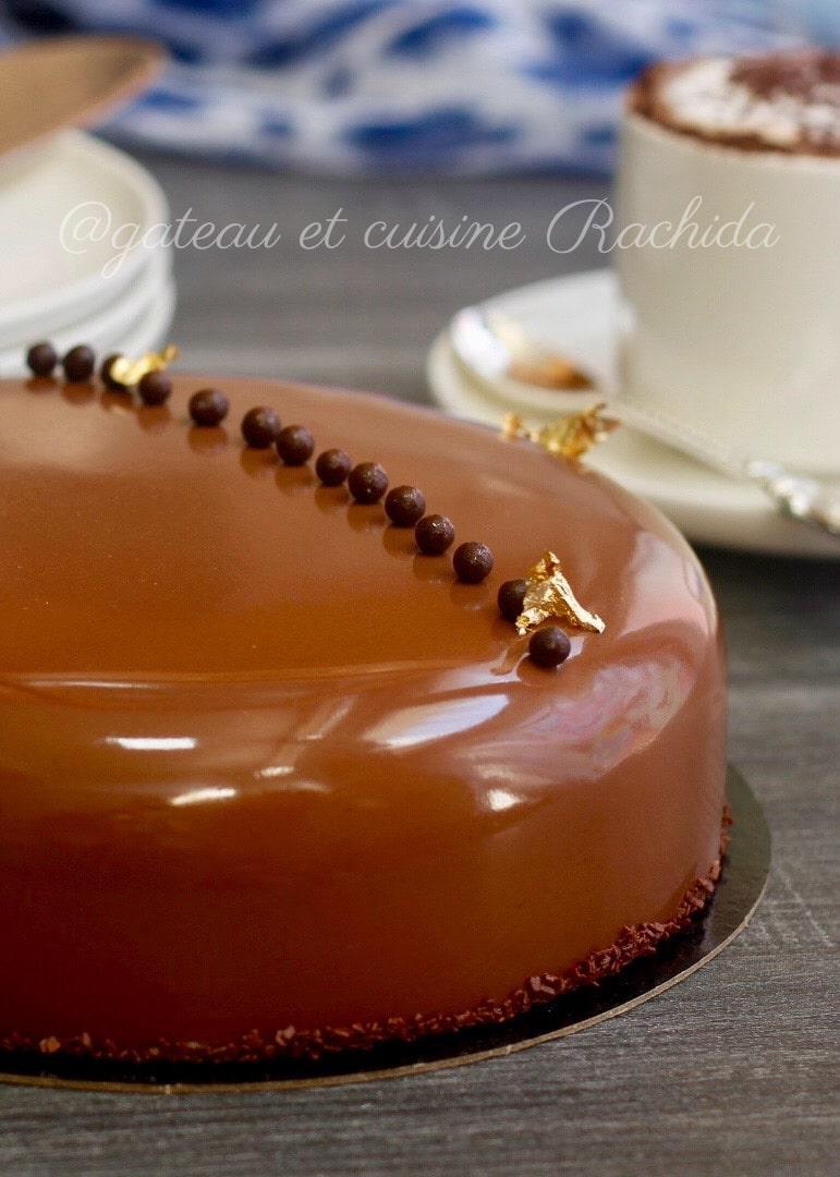 entremets chocolat au lait et noisettes avec un crémeux vanille