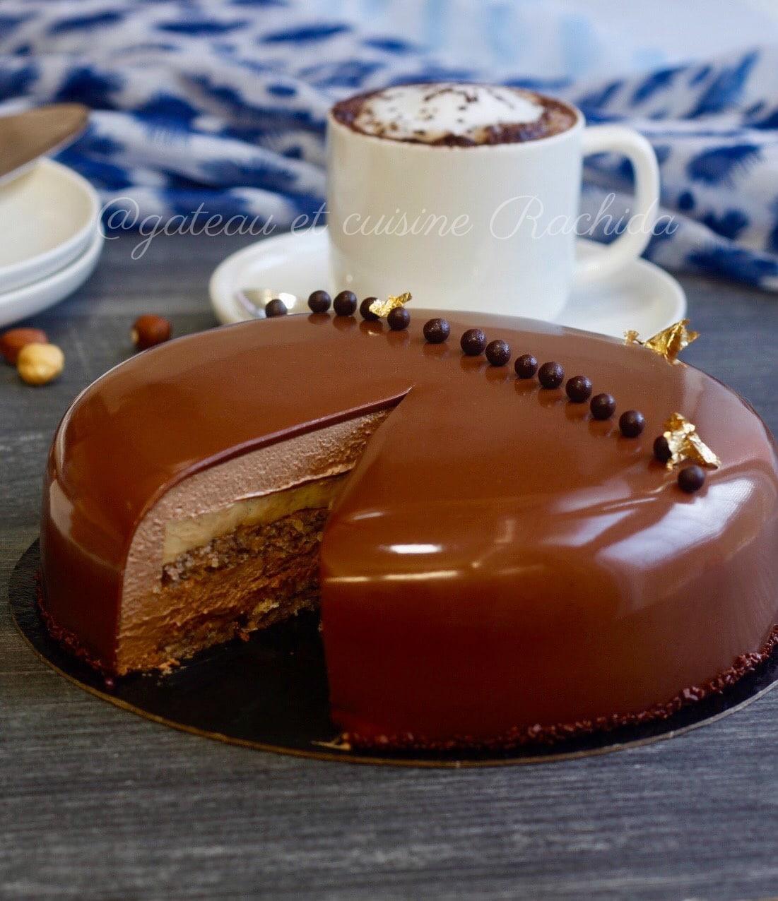 entremets chocolat au lait et noisettes avec un crémeux à la vanille