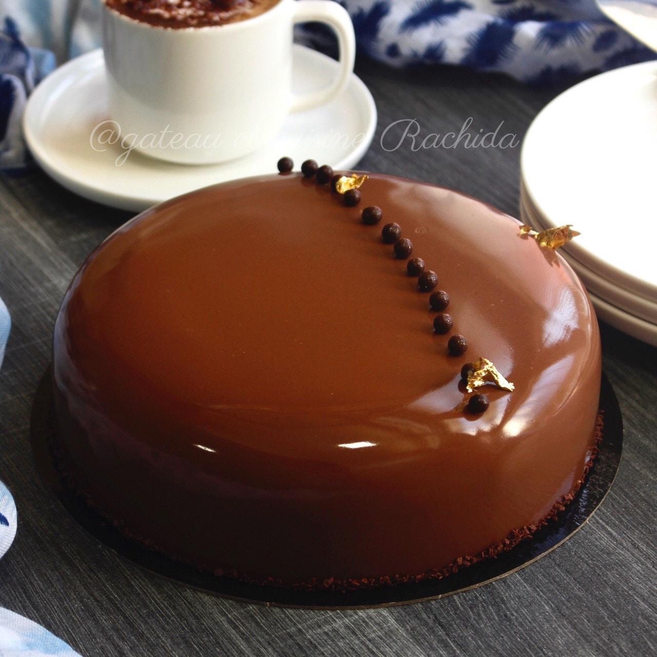 gâteau d'anniversaire au chocolat au lait et noisettes