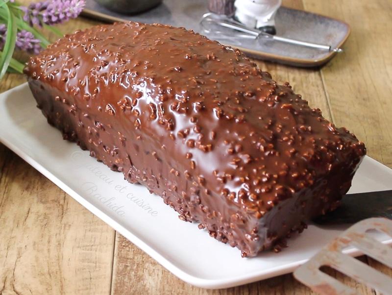 cake marbré facile et inratable avec glaçage rocher chocolat.