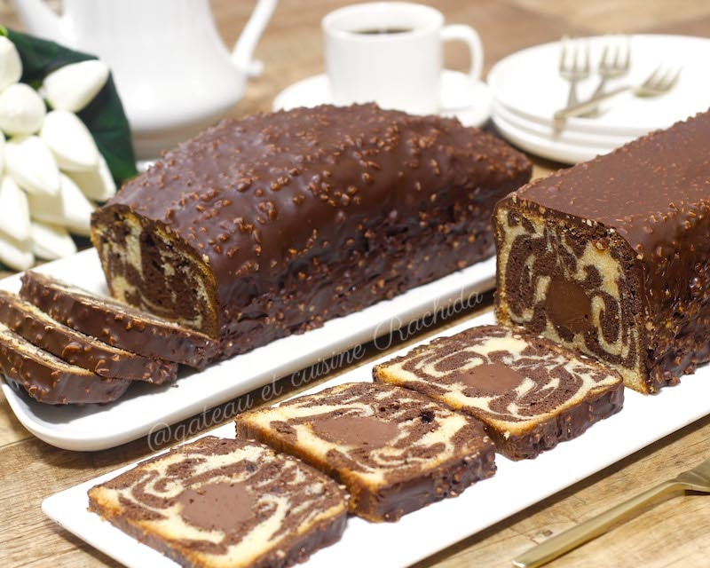 cake marbré hyper moelleux avec glaçage rocher