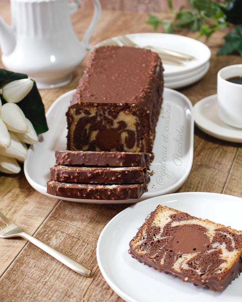gâteau marbré hyper moelleux avec glaçage rocher